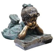 Estatua de lectura de niña de bronce