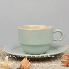 Tasse de café en grès émaillé de couleur colorée