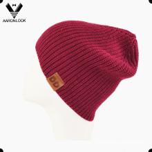 Теплый женский вязаный акрил Зимняя шапка с кожаным лейблом