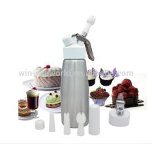 Carregador de Whipper de creme de alumínio com parte superior do metal e três bocais decorativos