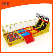 Usine de trampoline à l'intérieur de Big Sport Play avec filet de sécurité