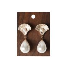 Expositores de joyería de madera maciza para tiendas de joyería de lujo.