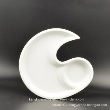 Fashionable Saucer Grid Moon Shape Ceramic Plate