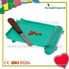 Conjunto de bandeja de contador de pílula com mão esquerda
