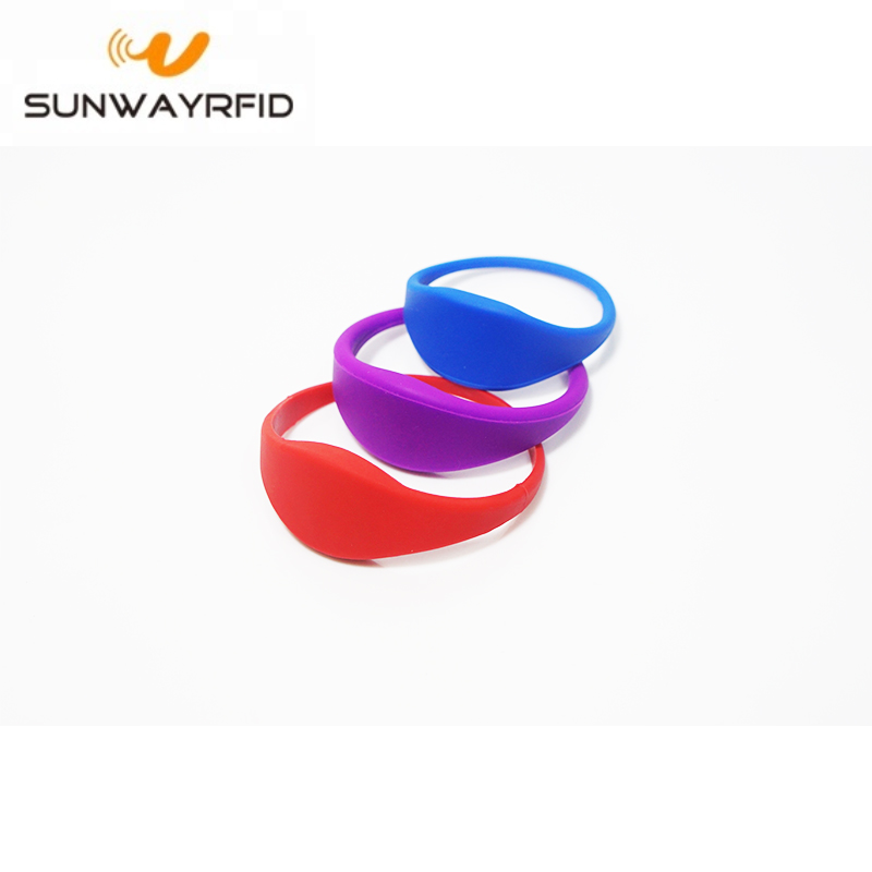 SiliconeWristbands_d