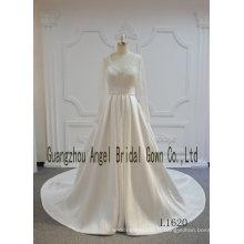 Manches longues en dentelle satin une ligne robe de mariée en ligne