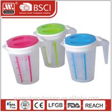 W/tapa de la taza de medir de plástico