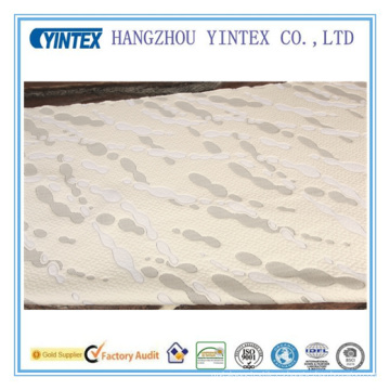 El soporte de agua da forma a la tela de poliéster para la capa del colchón
