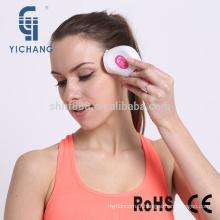 Massage facial à la machine de massage et spa facial avec moteur vibrant