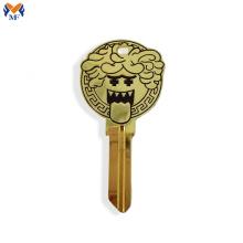 Llaveros personalizados con forma de llave de metal.