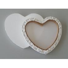 Leeres gestrecktes Segeltuch in der Herz-Form