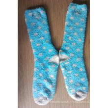 Chaussettes douillettes antidérapantes bleues avec des pois gris