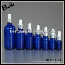 botella de aceite esencial azul con tapón de aluminio brillante con tornillo de plata, goma blanca, cuentagotas de vidrio; botella cuentagotas con tapa de aluminio
