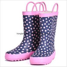 Botas de lluvia en el pie conjunto de cono femenino