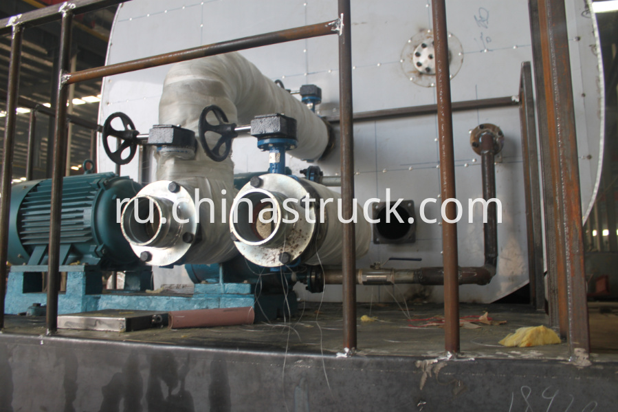 Heating and insulation tank for bitumen