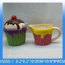 Azúcar de cerámica útil y jarra de leche con diseño de helado