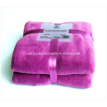 Fabrication Luxueuse Super Soft Print Coral Fleece Throw