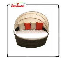 salón redondo al aire libre en forma de ratán con dosel, cama redonda, cama de mimbre rota al aire libre