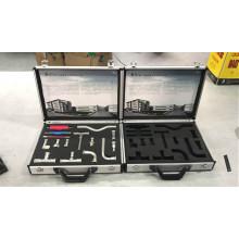 Aluminiumkoffer für Handwerkzeuge mit ausgeschnittenem Schaum