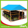 Utendørs trampolin park for barn