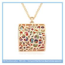 Le dernier diagramme en blocs en alliage creux en or 18 carats de conception avec collier en cristal