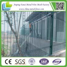 China Lieferant 3.297m Breite Pulver Beschichtung 76.2mm X 12.7mm Clearvu Mesh geschweißt Panel Zaun