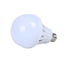 L'urgence rechargeable intelligente en aluminium blanche chaude 5w 7w 9w 12w 15w 18w E27 a mené l'ampoule