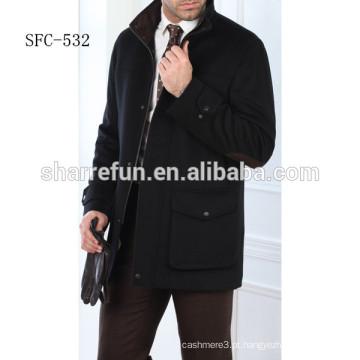 Casaco de lã preta