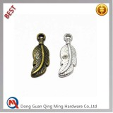 Custom design leaf shape metal logo pendant foe bags