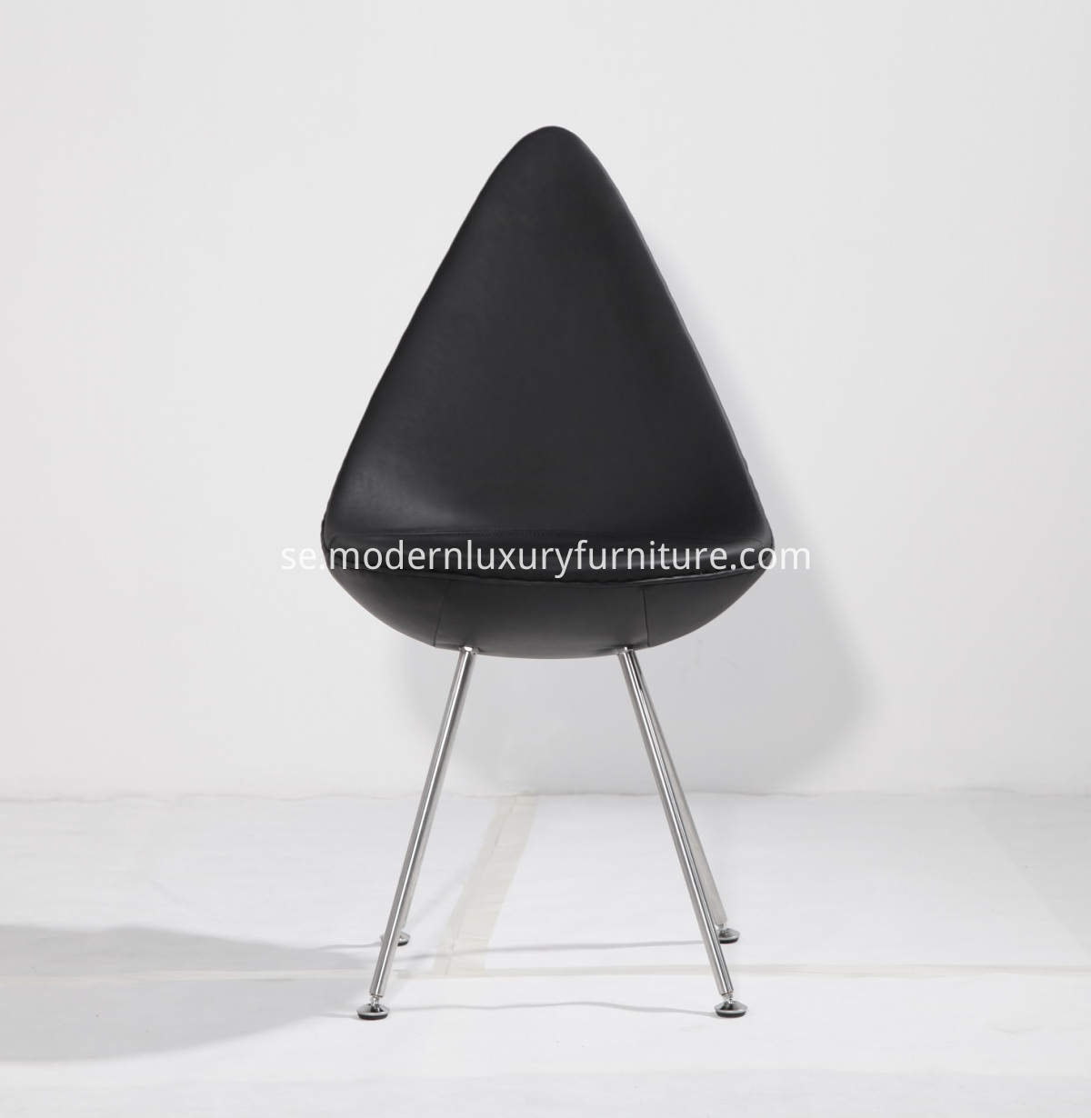 Arne Jacobsen drop chair replica