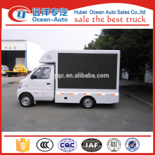 China Mini llevó el carro de la publicidad para la venta
