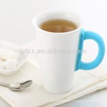 taza de cerámica blanca de café capuchino con mango de silicona