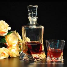 Mode-Whisky-Flaschen mit Glas