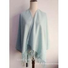 Chandail de poncho d'hiver à la mode