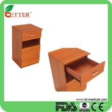Cabinet de chevet en bois d'hôpital
