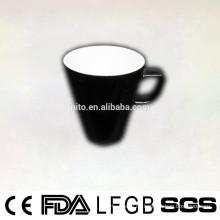 2014 Neuer Entwurf runde Form glasierte keramische Kaffeetasse mit quadratischem Handgriff