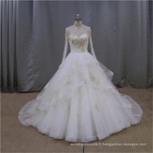 Jolie robe de mariée de printemps de printemps