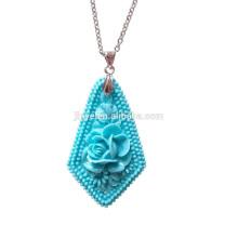 Collar colgante de flor de piedra turquesa de cadena larga de acero bohemio simple