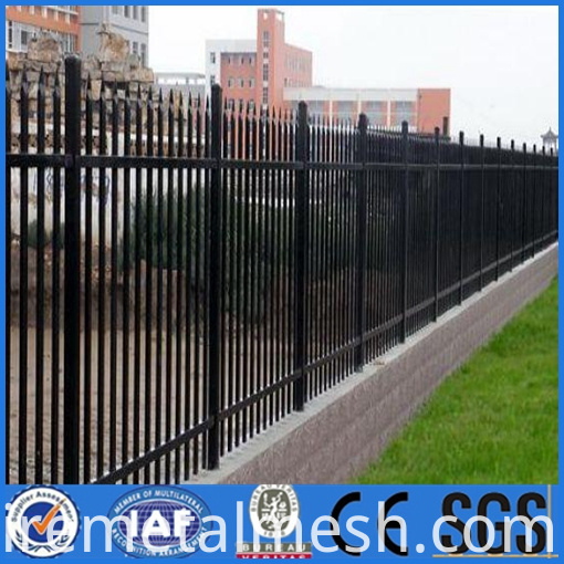 Spear top steel fence
