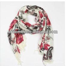 Forme de foulard de laine à la mode