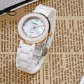 Femmes Shell Pearl Dial White bracelet en céramique robe poignet