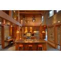Toda la casa de madera con madera de cedro rojo occidental.