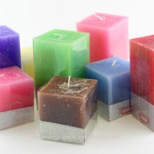 Vela pilar cuadrada colorida y olorosa