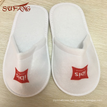 Non-woven fabric border print logo cheap disposable hotel indoor slipper