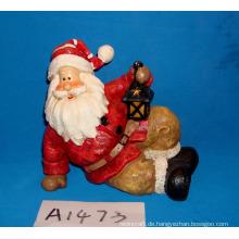 Sitzender Weihnachtsmann mit Laterne für Weihnachtsdekoration