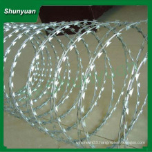 SHUNYUAN factory Barbed wire fencing for sale