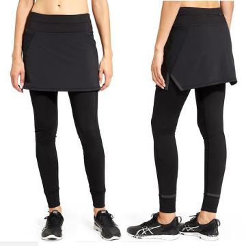 Todos los pantalones negros de la aptitud de las señoras con el vestido