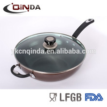 Fundición a presión antiadherente wok con tapa de vidrio templado