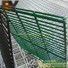 Valla de alambre doble galvanizada caliente-sumergida revestida del PVC