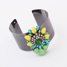 New Fashion High Quality Bangle Wide Cuff Opened black plated cuff Bracelet with resin flowers Factory Price For Wholesale